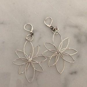 Jewelry - Silver drop flower earrings